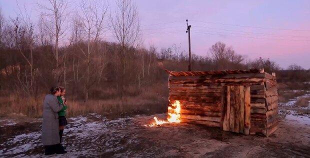 """""""Пацанка"""" сожгла сарай, в котором над ней издевалась мама"""