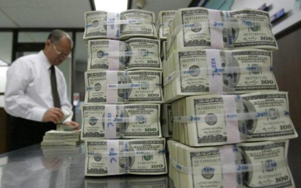 Финансовый шторм: кредиты МВФ оставят украинцев без штанов