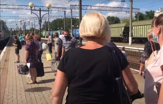 """Укрзалізниця пустила потяги до """"червоного"""" Тернополя, на карантин начхати"""