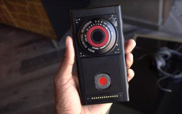 Red Hydrogen One: живые фото самого интересного смартфона 2018 года