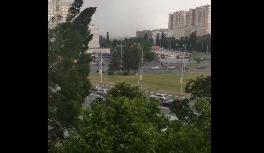 Харьковчан накрыл мощный ливень с градом - берегите головы