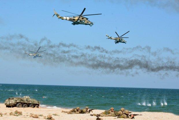 Боевая авиация прикрыла корабли на Азовском море: шли через лед и туман