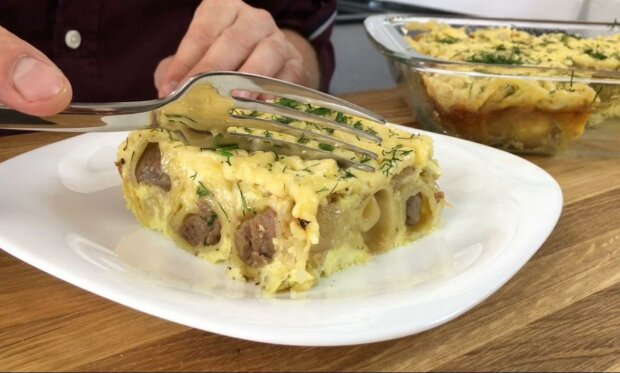 Швидко та ситно - апетитний рецепт пельменного пирога зведе з розуму будь-якого мужика