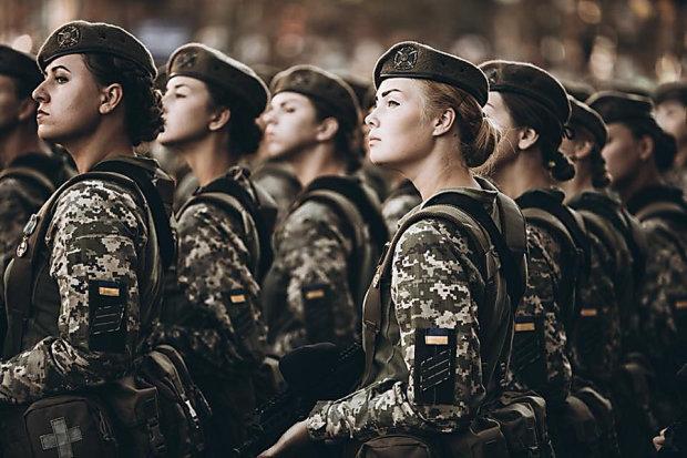 """У лавах ЗСУ солдати поступилися жінкам: українців здивували """"вибуховою"""" статистикою"""