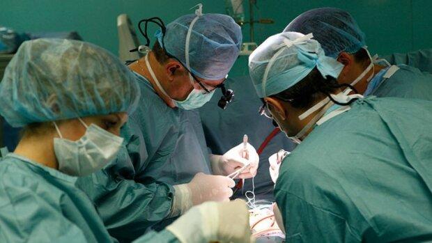 """Тернопільські лікарі зможуть рятувати маленькі серця - """"Потрібно 10 мільйонів"""""""