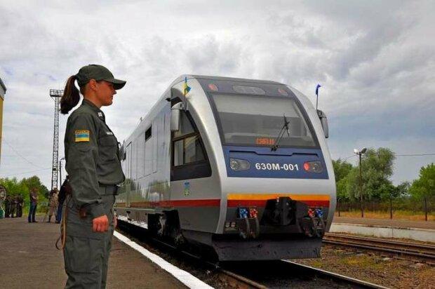 """Тернопіль """"почервонів"""": Укрзалізниця відмовилася саджати пасажирів у потяги"""