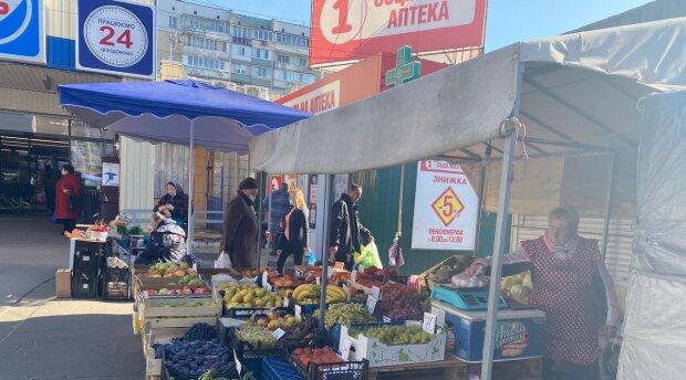 Люди на улице, фото: Знай.ua