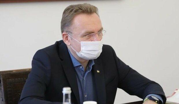 Садовый срочно нацепил маску и закрылся дома - что случилось с мэром Львова