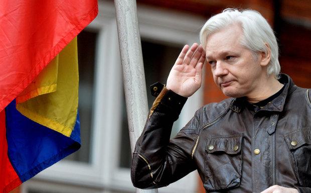 Основателю WikiLeaks  Ассанжу огласили приговор: подробности из зала суда