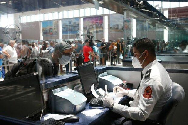 COVID-паспорти, карантин - Фото AP Abdeljalil Bounhar.jpg