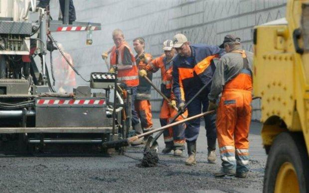 В Укравтодорі заявили, що більше не ремонтуватимуть дороги