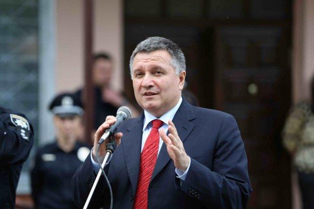 """Аваков рассказал, что думает о предвыборной гонке: """"Это не политика - это бл*дство"""""""