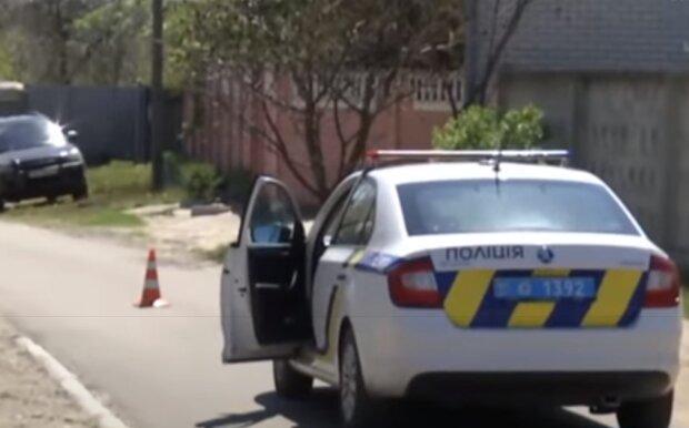 У Харкові дворічна дівчинка блукала вночі босоніж вулицею - поліція шукає батьків