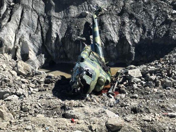 Разбился военный вертолет с туристами: один из пострадавших заснял момент крушения на камеру