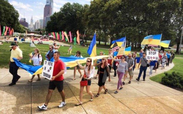 Знайшли лазівку: українці масово іммігрують до США