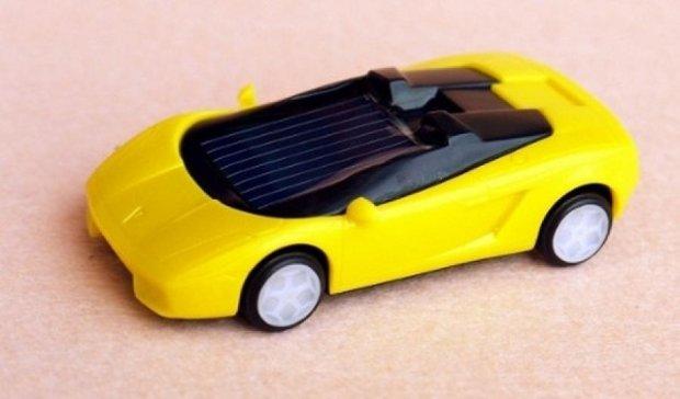 Киевские школьники придумали игрушку на солнечных батарейках