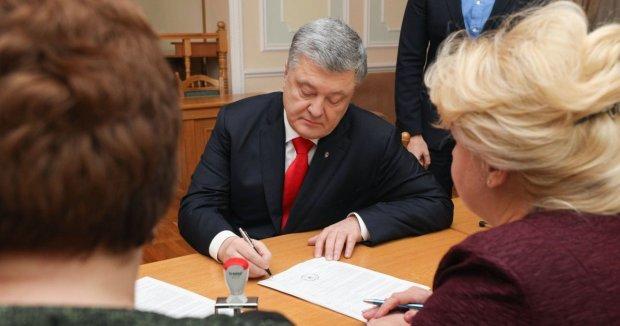 Порошенко подав документи до ЦВК в останній день: нікуди не поспішає