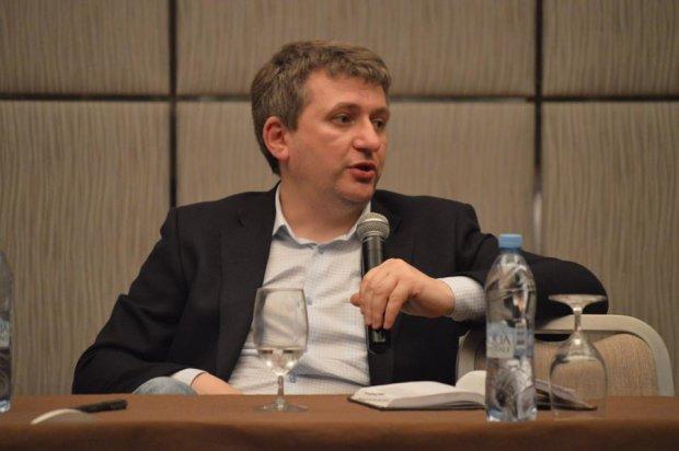 Романенко рассказал, как языковой закон разрешил Ахметову завладеть облэнерго: ловкость рук и никакого мошенничества