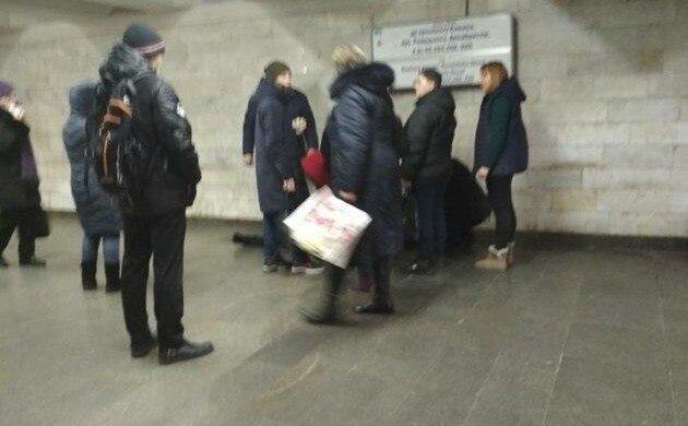 У киевлянина произошел инфаркт в метро, фото: Украина Сейчас