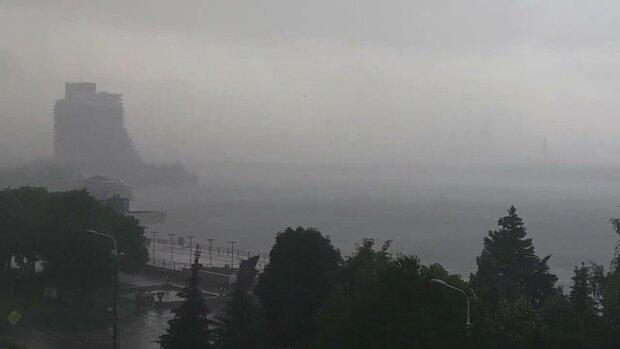 На Днепр надвигается мощный ураган — из адской жары в непроглядные ливни