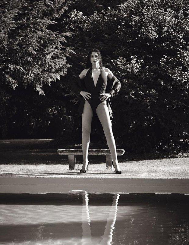 """Розкішна Моніка Белуччі роздяглась у відвертій фотосесії: """"Можливо, одного разу й сама зроблю"""""""