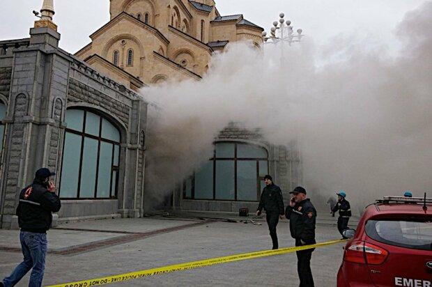Старинная церковь накануне Рождества внезапно загорелась