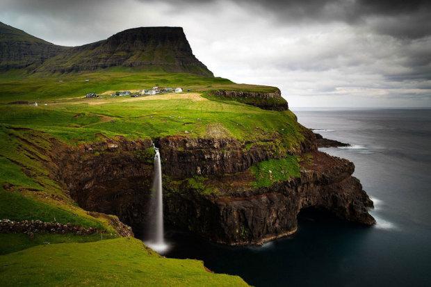 Зеленые крыши и кровавые традиции: история уникальных островов Фареры, где живут потомки викингов