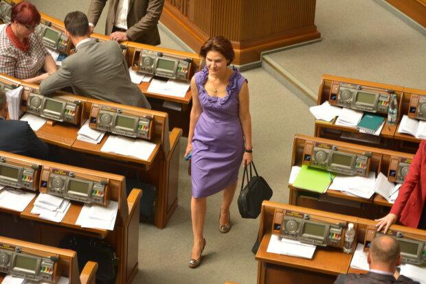 Как нардепы голосовали за импичмент: Тимошенко в трауре, а соратницы Зеленского и Вакарчука в секси платьях