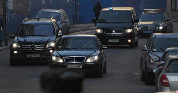 """В Киев вернулись 90-ые?  Улицы заполонили VIP-кортежи, - напоминает """"Бригаду"""""""