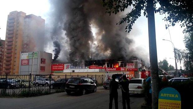 Под Луганском торговый центр утонул в адском огне, боевики в панике: первые подробности