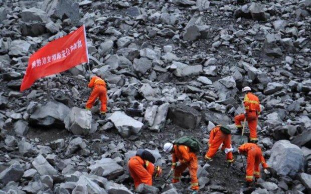 Жуткий оползень в Китае: появились фото и видео
