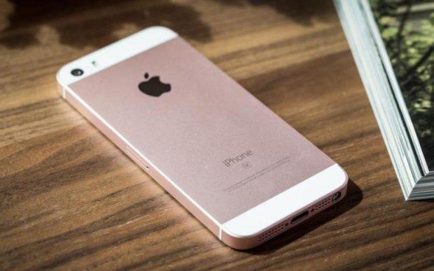 В сеть утекли первые фото нового iPhone SE