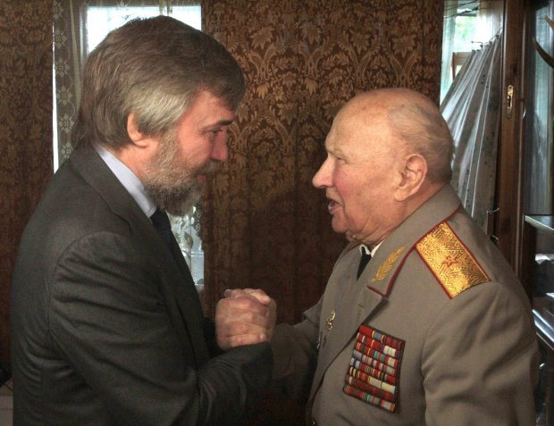Вадим Новинский поздравил ветерана войны