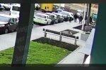 Подростки избили, фото: скриншот из видео