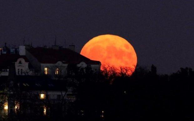 Кровавая Луна: украинцы увидят самое длинное затмение столетия