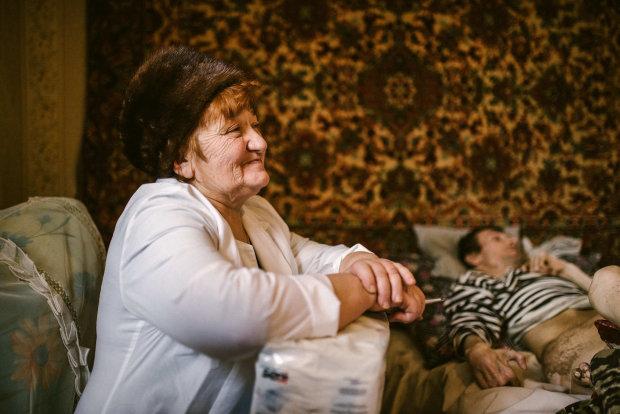 Майже мільйон українців залишились без пенсій: стареньким доведеться побиратися