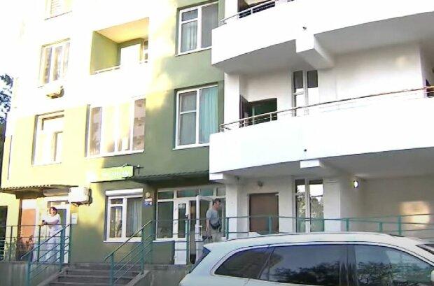Прорыв труб в киевской новостройке, скриншот: YouTube
