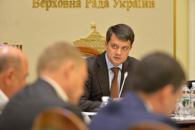 """Кого Зеленський посадив в Кабмін, і хто очолить комітети: список """"своїх людей"""""""