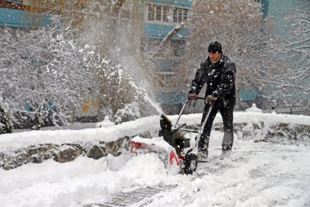 Не только Киев: Украина оказалась в снежном плену, ошеломительные фото и видео