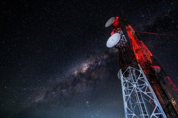 Невідомі істоти відправили землянам потужний сигнал із глибин космосу: ми точно не одні
