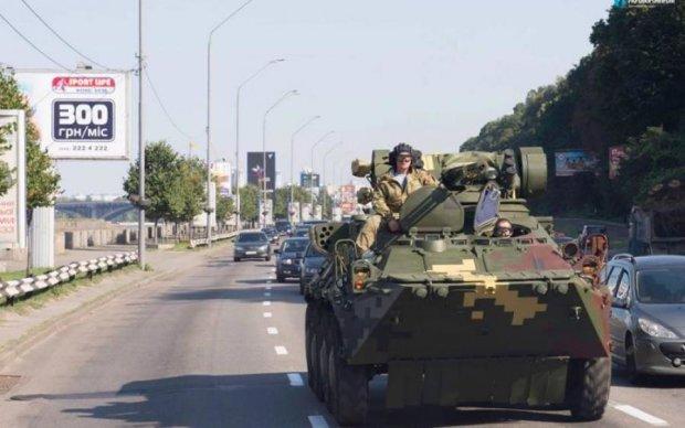 Києвом проїхались танки та БТР