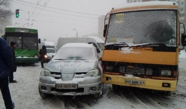 Міська влада не змогла справитися із очисткою снігу