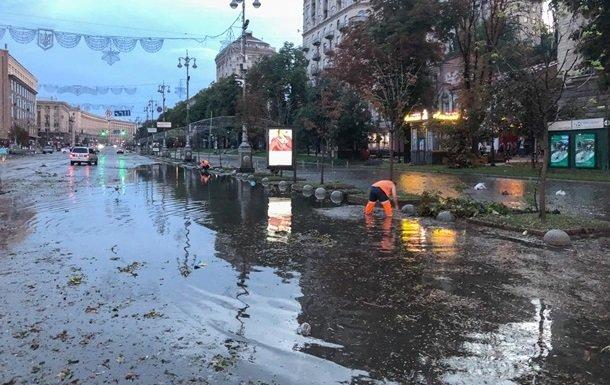 Взбешенная стихия нанесла Украине сокрушительный удар посреди ночи: сотни тысяч пострадавших