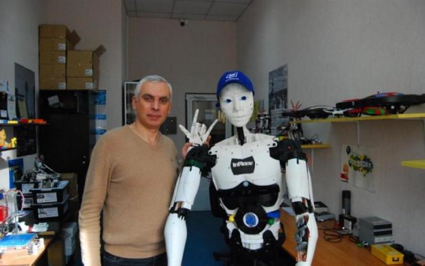 Армійці навчать роботів ввічливості