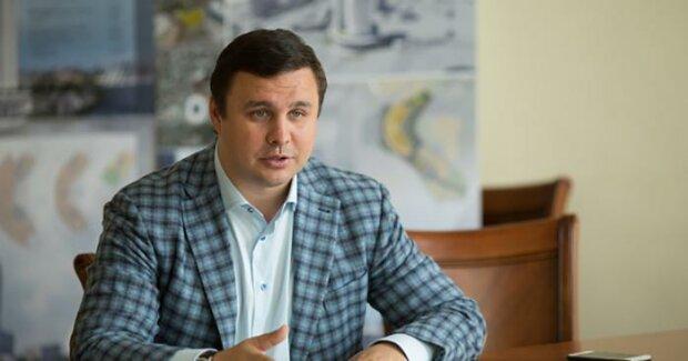 Нардеп Микитась хотел сбежать из Украины: сняли с рейса в аэропорту Борисполь