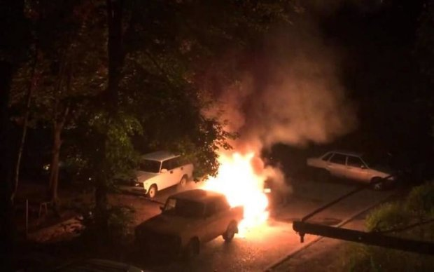 Підпал авто в Одесі: поліція та свідки озвучили версії