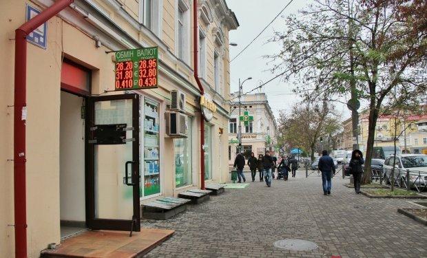 Курс долара на 20 липня змусить українців стояти в черзі до обмінників