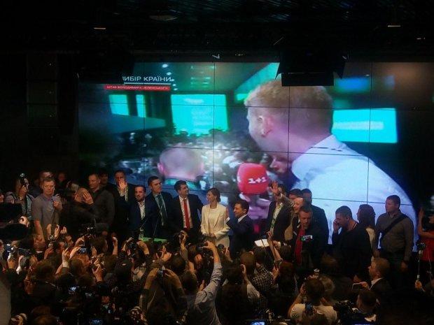 """Штаб Зеленського вже святкує перемогу: """"Подивіться на нас -  все можливо"""""""