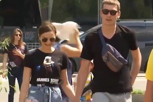 Харків'яни скуті ланцюгами розлучилися, кадр з репортажу Спецкор: YouTube