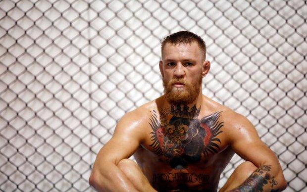 Мейвезер - Макгрегор: Букмекери ставлять на те, що бійця UFC дискваліфікують за удар ногою